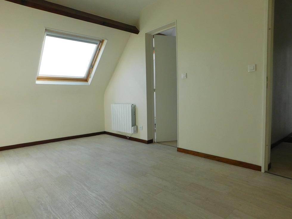 Chambre avec accès à la salle de bain