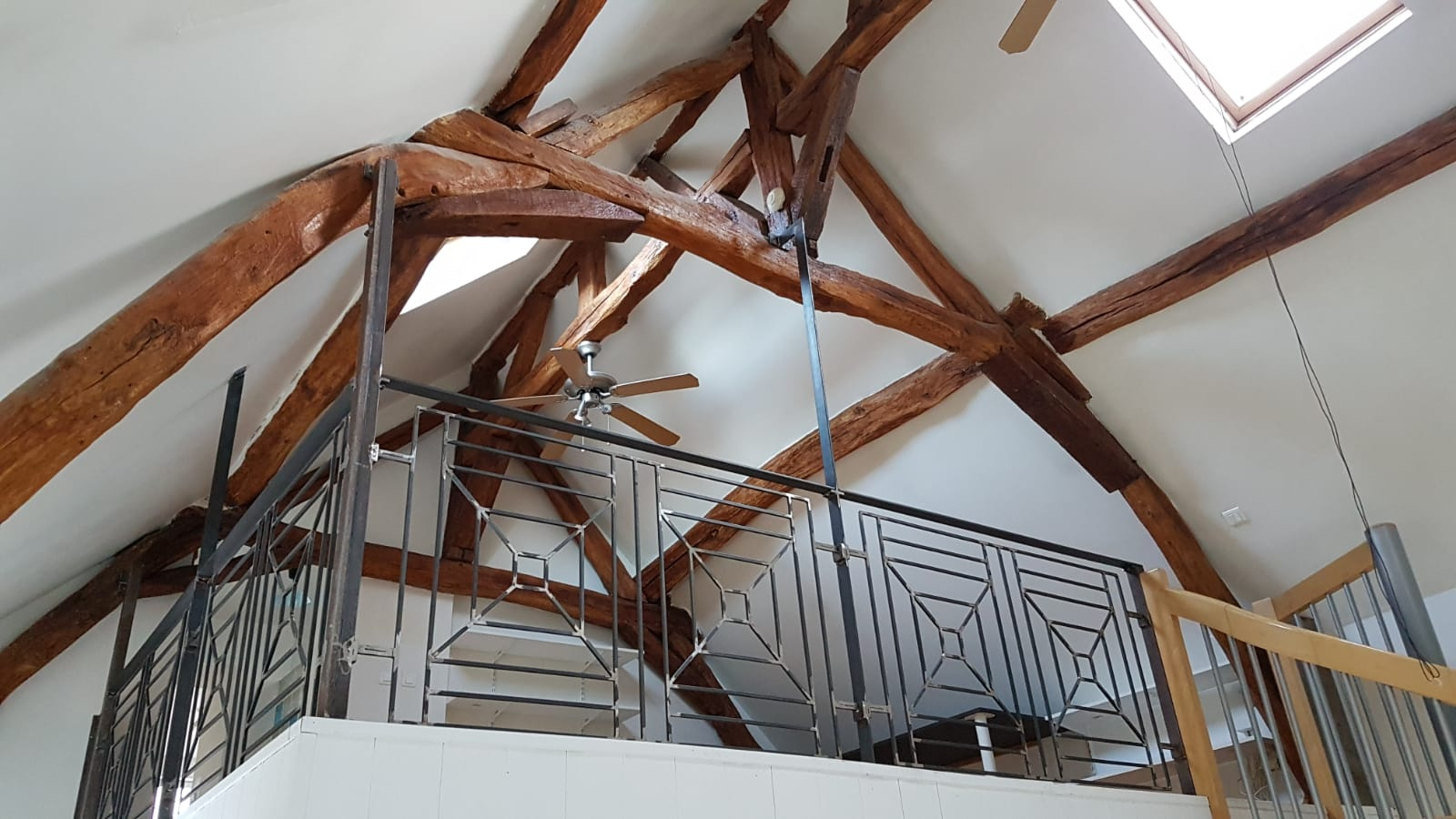Belle Mezzanine pouvant servir de bureaux ou chambre