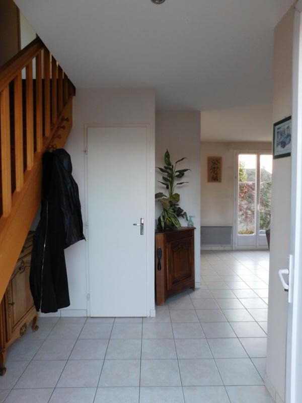 Hall d'entrée avec rangement sous escalier