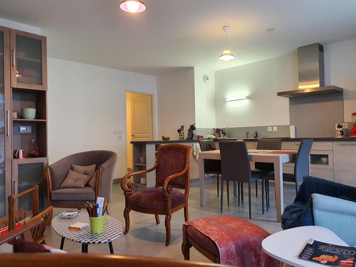 Espace Salon-Salle à manger avec cuisine ouverte